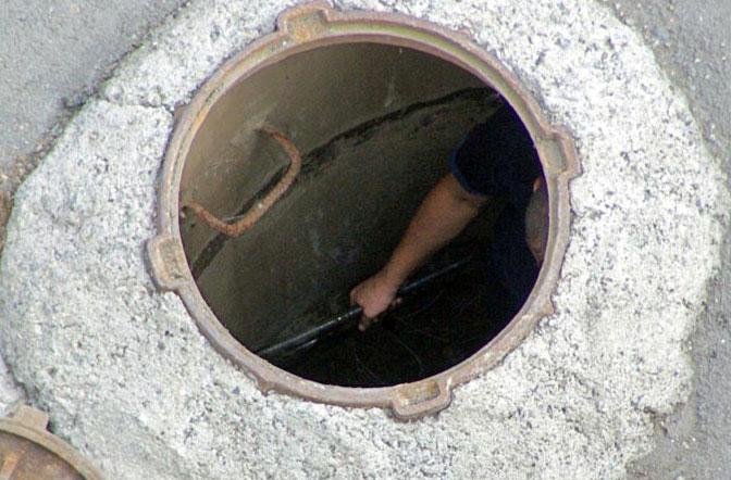 В подвале пятиэтажки обнаружили канализационный бассейн