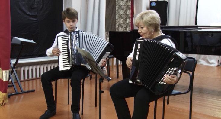 В Малышевской школе искусств обновлён парк инструментов