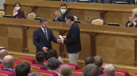 Новоизбранные депутаты Заксобрания получили удостоверения