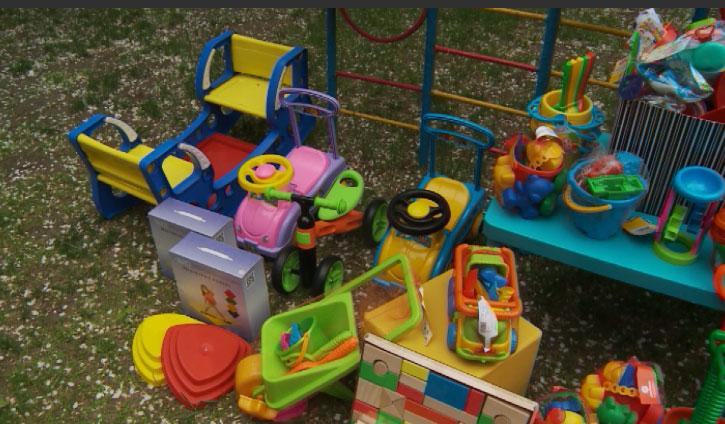 Опасные игрушки и детскую одежду изъяли из магазинов Заречного