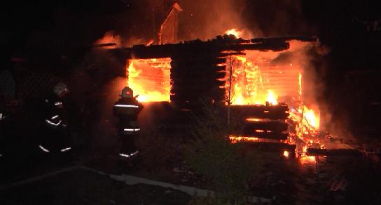 В садовом товариществе сгорел дом, баня и надворные постройки