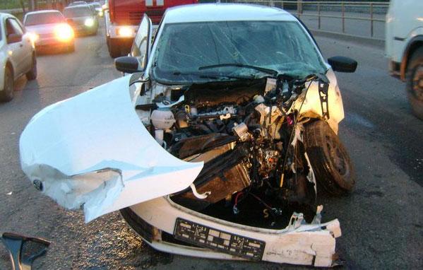 ГИБДД разыскивает водителя тонированной BMW, устроившего аварию на Луганской