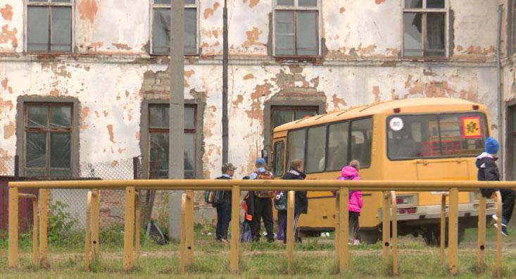 В плачевном состоянии находится единственная школа в селе Петрокаменское