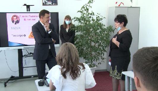 Евгений Куйвашев провел классный час для школьников