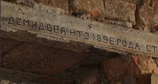 В Нижнем Тагиле при ремонте школы обнаружены рельсы с завода Демидовых