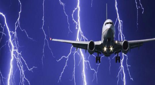 Молния ударила в самолёт, летевший из Екатеринбурга в Сочи