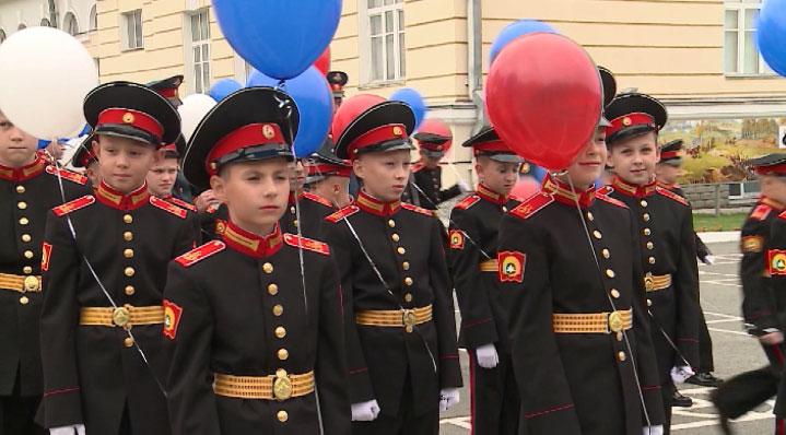 В Суворовском училище прошла торжественная линейка
