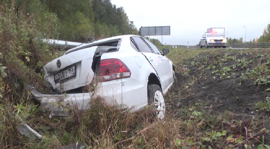 На Серовском тракте водитель иномарки вылетел в кювет