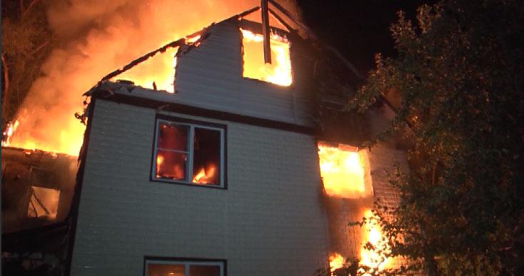 Ночью в садовом товариществе сгорел частный дом