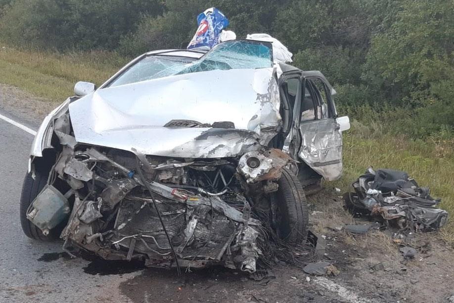 В Свердловской области водитель устроил аварию, в которой погиб его пассажир