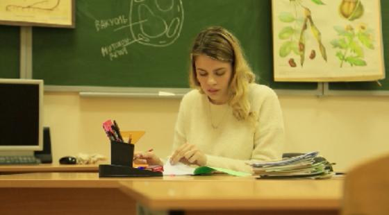 Материальную помощь получат уральские педагоги