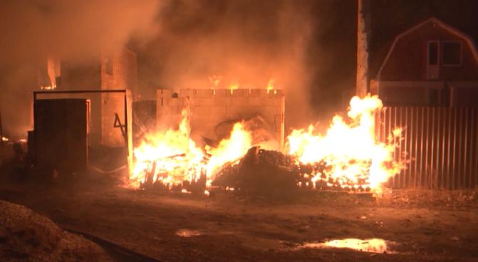 В СНТ «Мирный» сгорел частный дом и баня