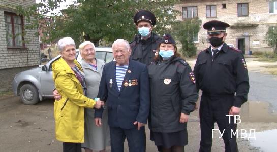 Под Екатеринбургом полицейские нашли заблудившегося грибника
