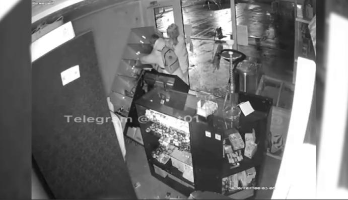 Девочки-подростки ограбили табачный магазин