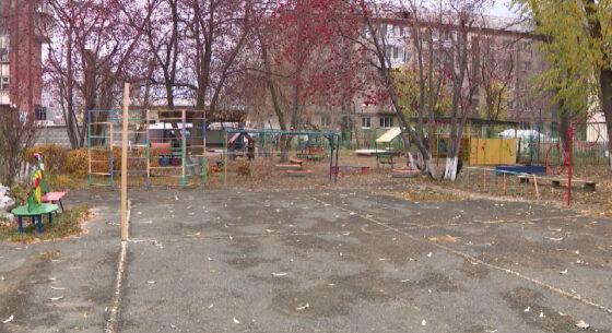 В Екатеринбурге в детсаду мальчика едва не задушил сверстник