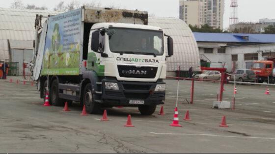 Гонки мусоровозов прошли в Екатеринбурге