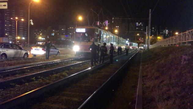 В Екатеринбурге под колёсами трамвая погибла девушка-зацепер