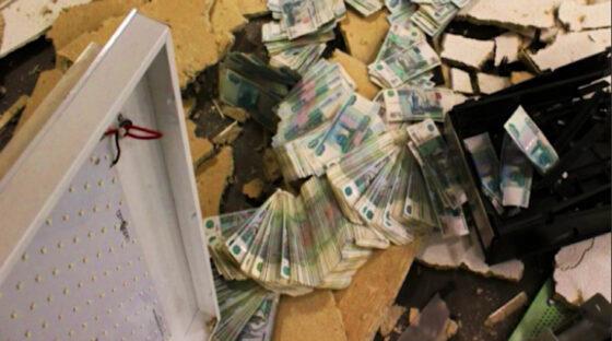 В Екатеринбурге налётчики взорвали банкомат